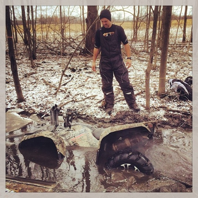 The Grizz found a small hole #Swampdonkeys