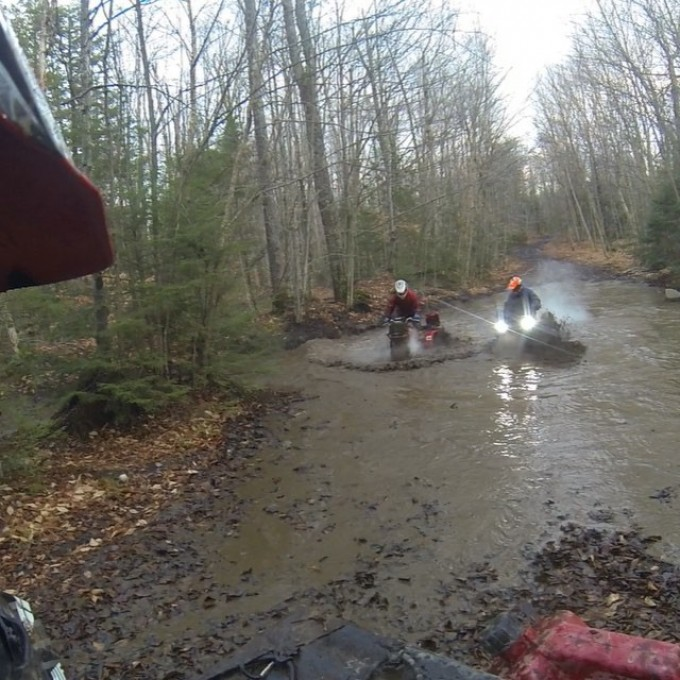 @tomdrich playing in some water when all of s sudden here comes @chriscross4653 on his #bigred #SwampDonkeys Off Road Club: @webez9 @tomdrich @chriscross4653 @timmerlegrand @smithjaret @adam.stanley549