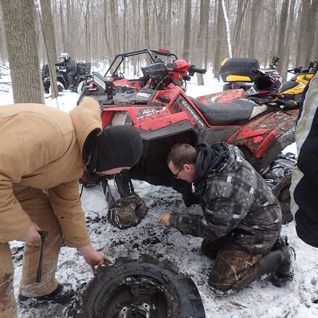 @chriscross4653 of the #SwampDonkeys helping out Dustan's #Scrambler broken #axle #GLATV