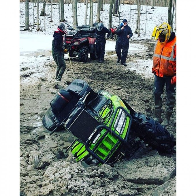 Team #canam pulling out yet another #arcticcat but at least the #cat hit the #hole unlike #polaris guys I know. #swampdonkeys #glatv