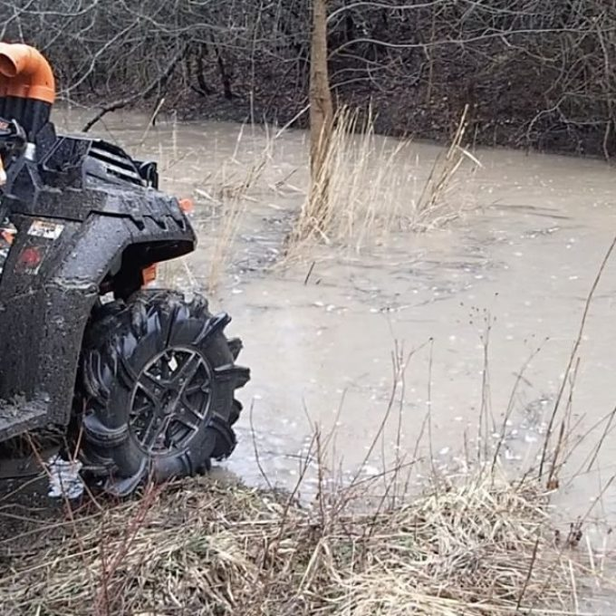 #polaris #sportsman #highlighter #1000 playing in the #water @sawmiller07 #swampdonkeys