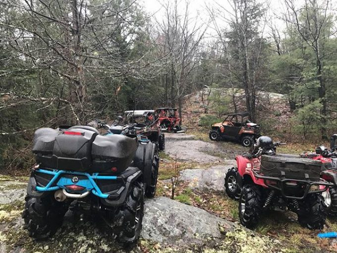 Packing up after lunch. All the rigs back together ready for more.@swampdonkeygrizz @tomdrich @chriscross4653 @timmerlegrand @smithjaret @adam.stanley549 @sawmiller07 #swampdonkeys@tomdrich