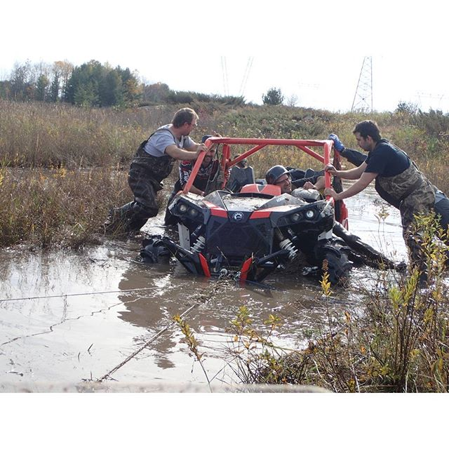 @Martin_G_Ace having his #MaverickXMR #1000 pulled out #swampdonkeys That #bumper don't look so good