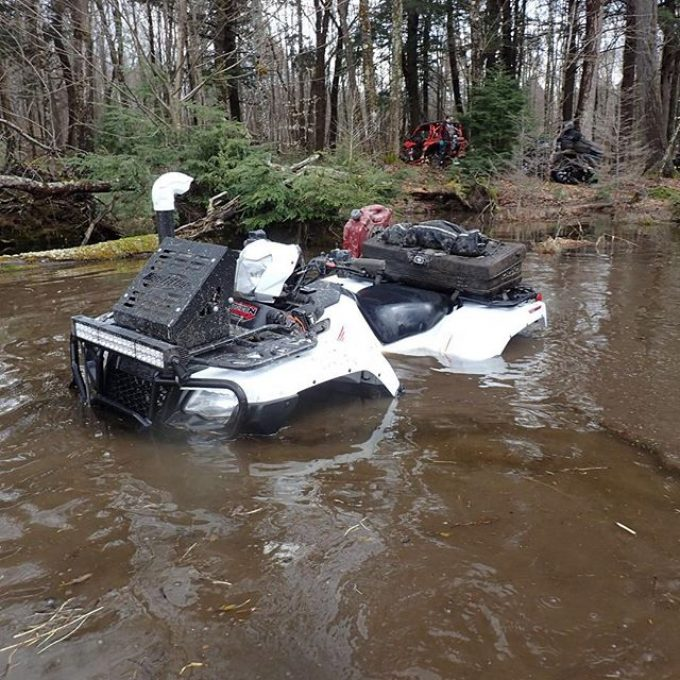 About 10 minutes before I dunked the intake underwater. Stayed running the whole time though. #honda #rubicon #muskoka #swampdonkeys
