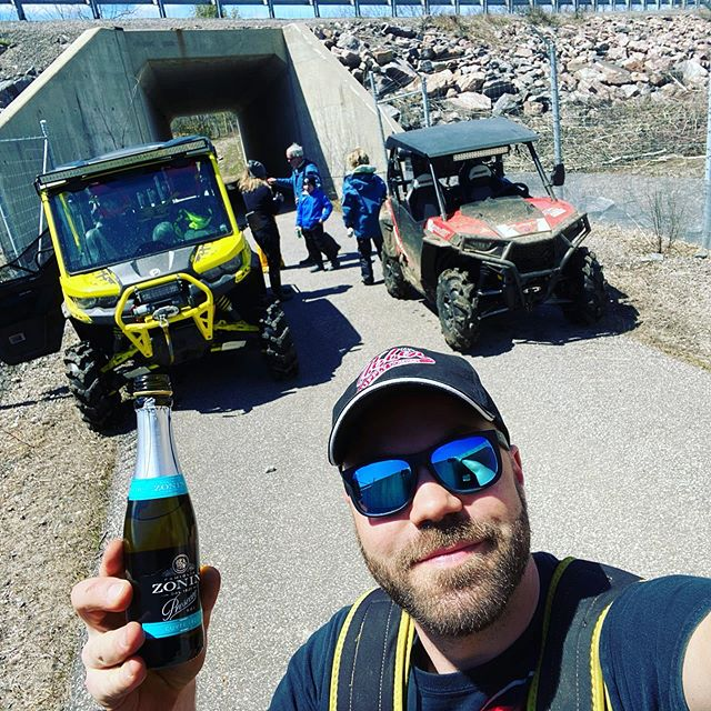 First time having #prosecco #trailside #swampdonkeys #defenderxmr #may24